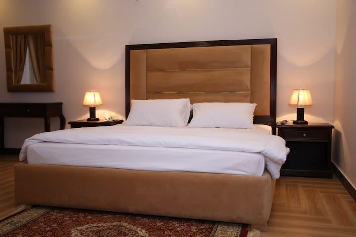 Travel Lodge - Executive Suite