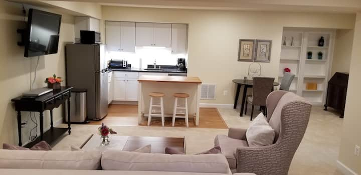 Large & Lovely, Steps from Metro, Private entrance