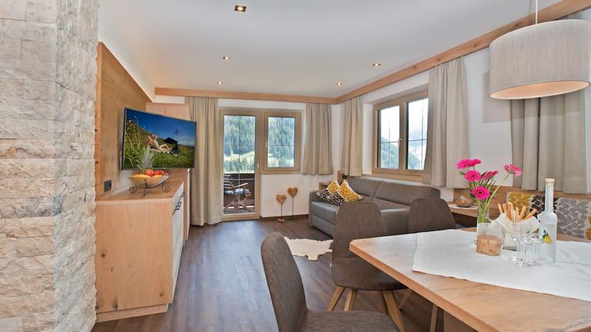 Schöne Aussicht Family  Apartment Höllenstein
