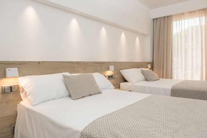 Side sea view double room with breakfast included (2 PAX)
