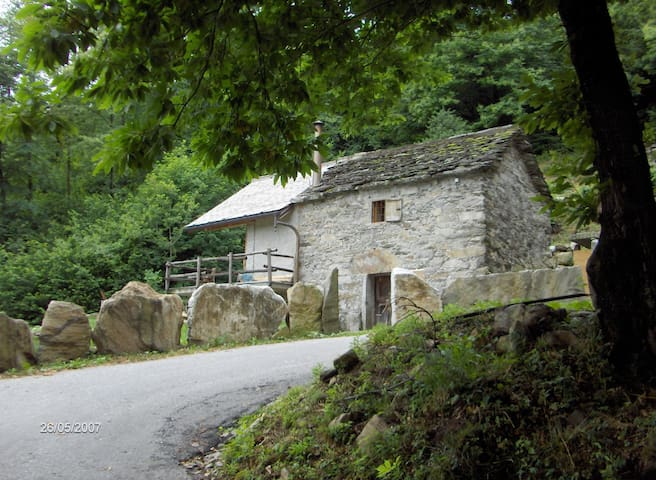 Typical Italian Cottage - Ornavasso - Ház