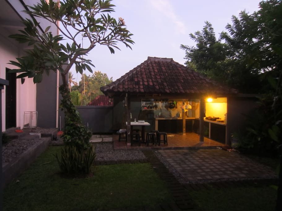 Balian One private courtyard with outdoor kitchen