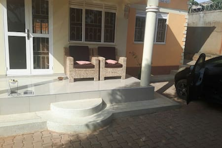 4 bedroom house in a quiet and private place. - Kampala
