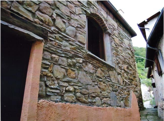 CASA VACANZE IMMERSA NELLA NATURA - Pieve di Teco - Haus