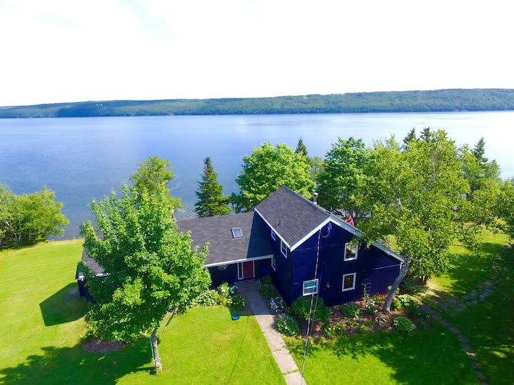 Rustic House on the Bras D'Or with Amenities