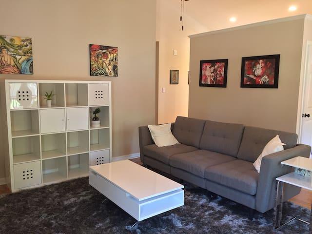 Clean, Artsy, Modern Smart Home! - Arden - Casa
