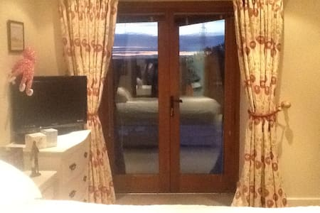 Barn Conversion-master bedroom with lovely ensuite - Weston-on-Trent - Casa