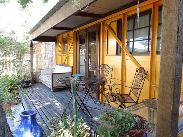 Funky Railway Garden Cottage - Hilton - Casa