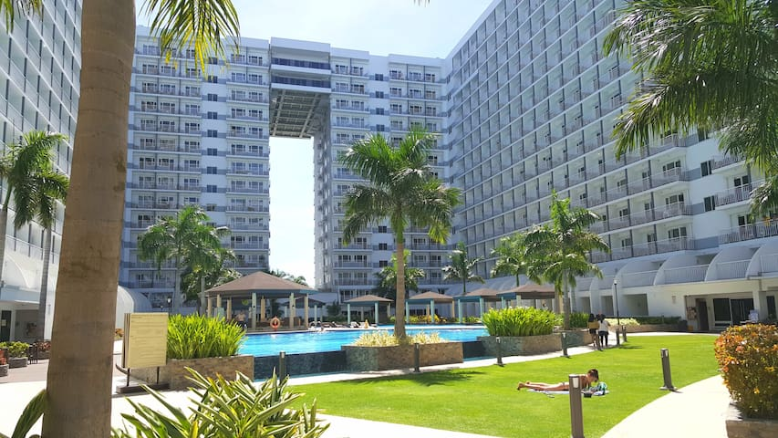 Cozy condo at Shell Residences near Mall of Asia