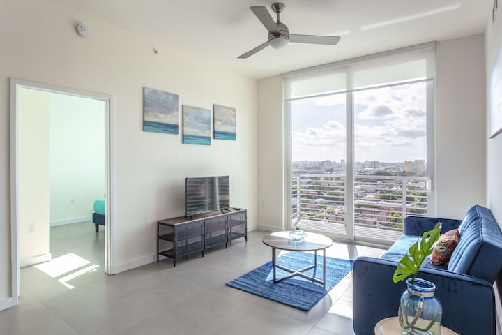 # 2/2  Penthouse on the river - heated Pool 1218