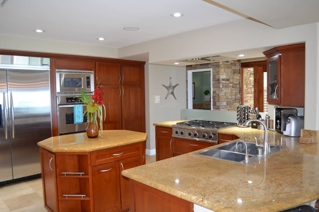 Gourmet Kitchen with top of the line appliances