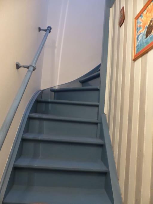 Accès escalier de l'immeuble vers le 2ème étage