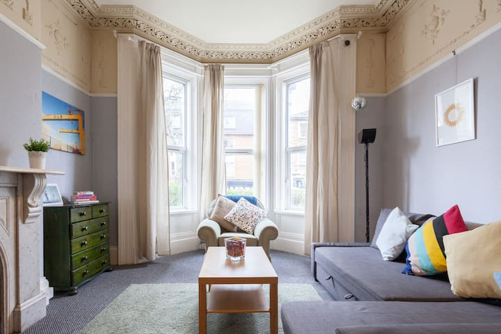Charming Victorian Apartment in Excellent Location