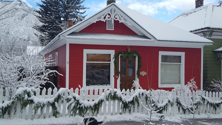 1903 Victorian in the heart of town