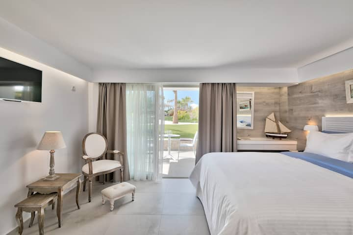 WHITE PEARLS ADULTS ONLY VILLA 4 PERSONS NISIROS