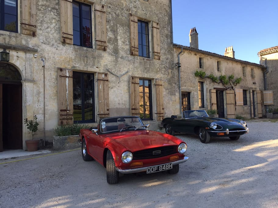 Vintage cars & classic architecture