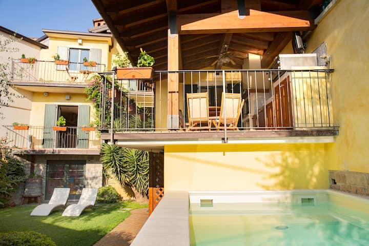 Spacious Lake Garda Villa - Sunny Garden & Pool