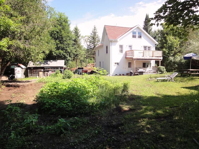 Eco Acres Farm- Elm Tree B&B + Nature Trails (I) - Arden - Bed & Breakfast