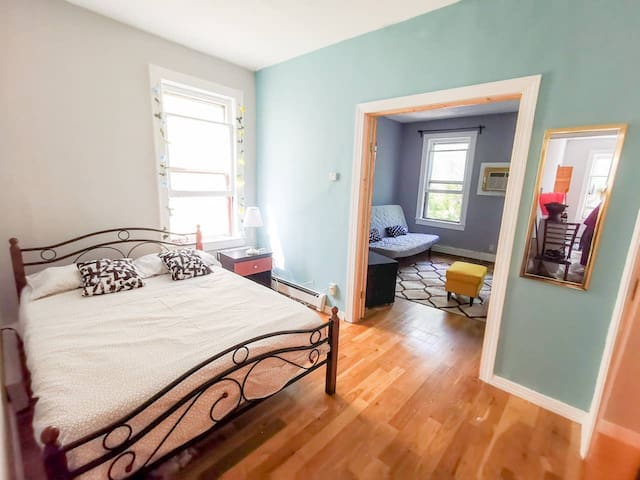 Cute & Bright Efficiency 2.5BR - Room for 9!