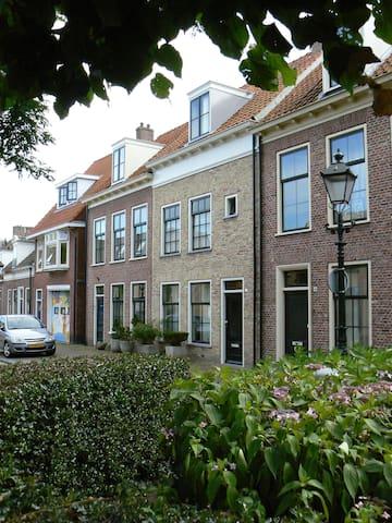 'herenhuis' aan de rand van het oude centrum - Leeuwarden - Bed & Breakfast