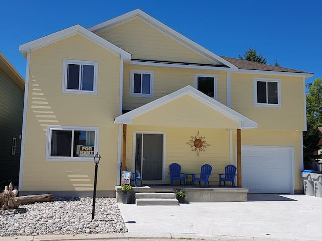 NEW 5 BEDROOM HOUSE IN GRAND BEND *** DOWNTOWN ***