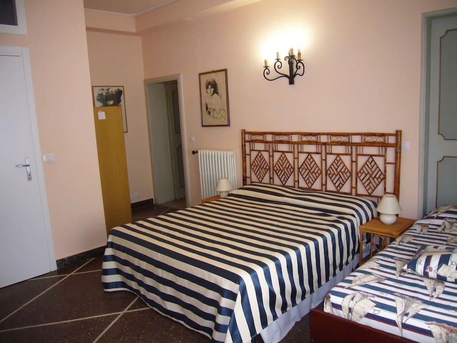 camera n. 3 lato porta bagno