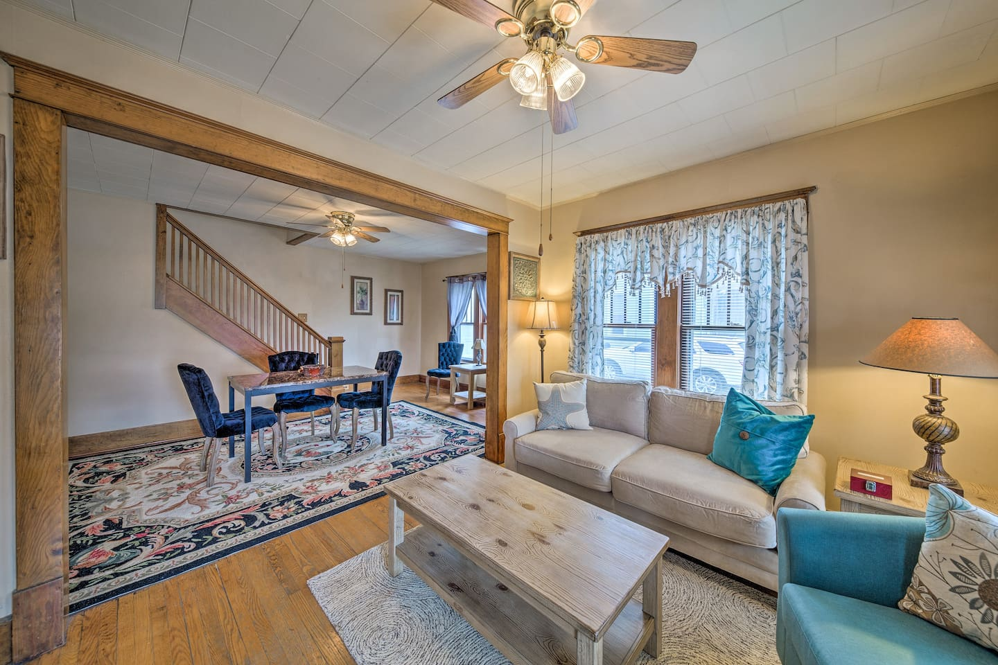 Clear the calendar for a trip to this vacation rental house in Urbana!
