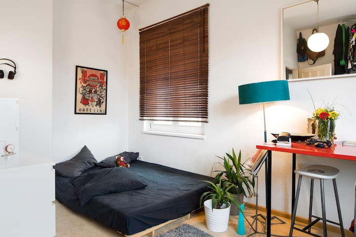 cosy and colorful flat in the center of Mitte!