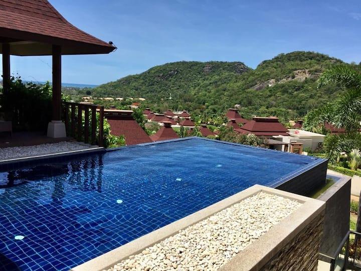 Maison avec vue mer et piscine à débordement