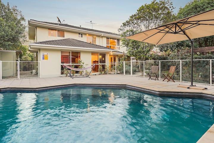 North Brisbane (Petrie) 2 Bedrooms with pool!