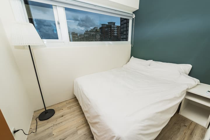 美麗島捷運站~ 曙光。青旅  Luftpause Hostel  舒適雙人房