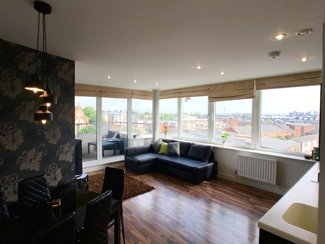 Luxury 2 Bed Penthouse Apartment near station