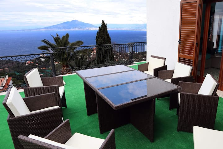 Villa Marylise - Seaview Apartment in Sorrento