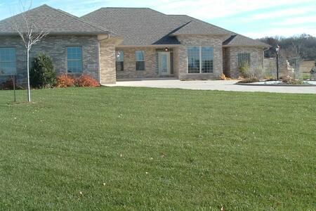 Beautiful Home in Hawks Landing neighborhood - Verona - Hus
