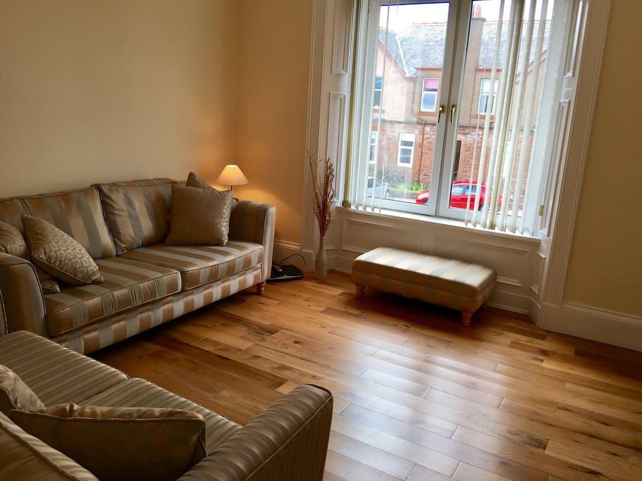 Light, spacious, lounge