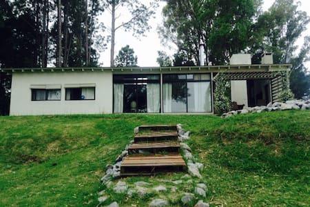 Hermosa Casa sobre el Rio. - Haus