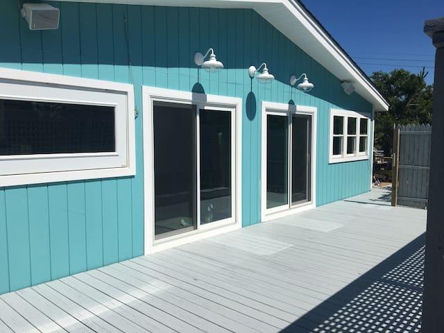 DAVIS PARK- All NEW 4 bed/2 bath beach house w A/C