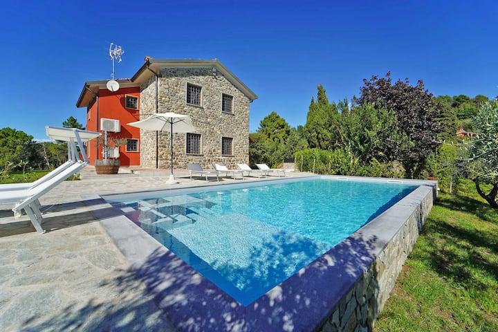 Luxury Villa w. Pool BBQ Gym Sauna BVolley Seaview