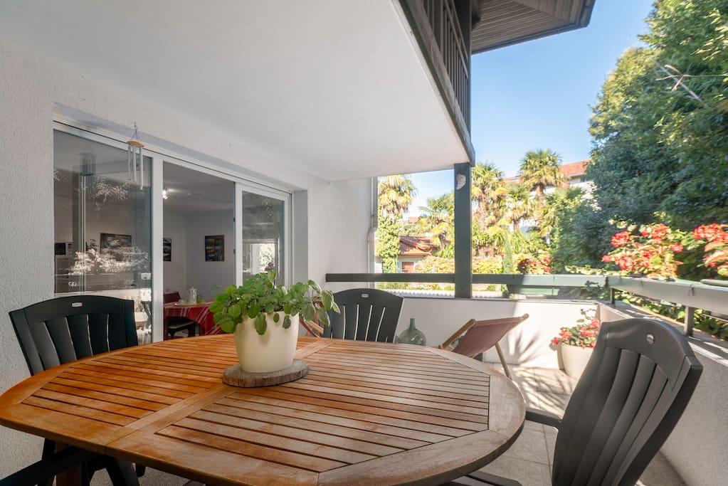 Amplia, soleada y discreta terraza de 16 m cuadrados.El lugar preferido de todos.