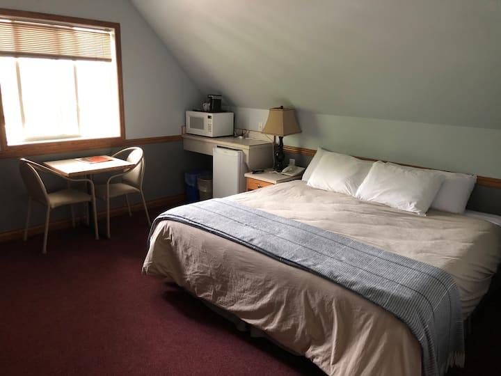 Peaks Lodge - King Suite #303 or #304