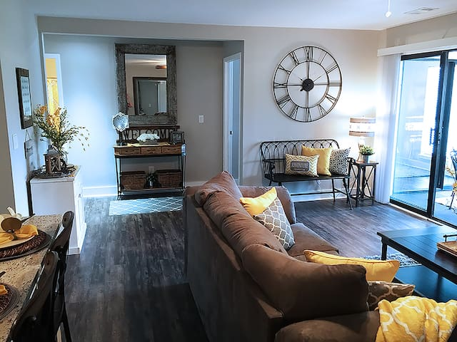 Beautifully Renovated 2-Bd 2-Bth, Wooded Golf View