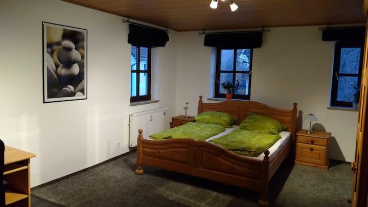 Großes, helles Zimmer in Bauernhaus