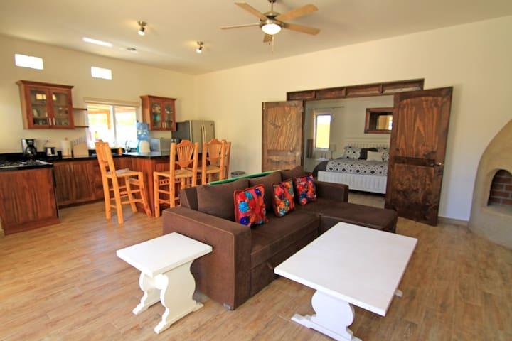 8A - Beautiful 1st Floor Condo, 2 Pools, Cerritos Beach