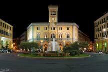 Piazza Dante. La piazza centrale di Imperia Oneglia che dista 300 metri dall'abitazione.