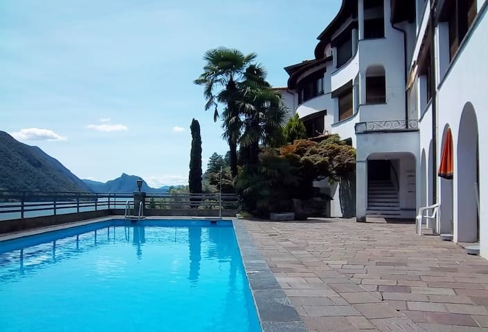 Relaxed apartment with great lake view and a pool