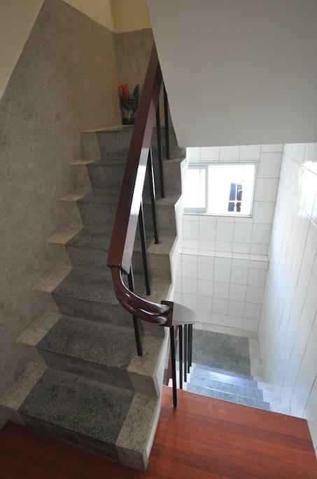 1、2樓梯間