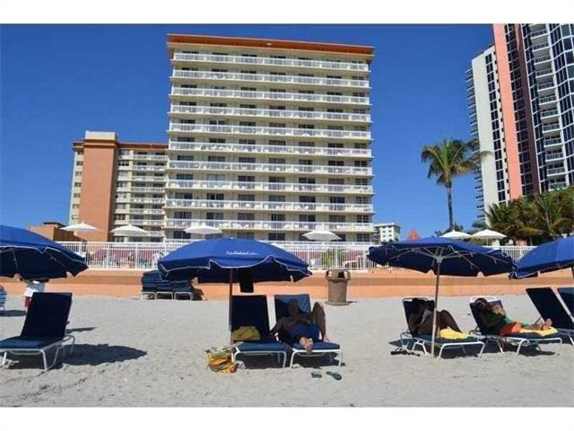 SUNNY ISLES BEACH STUDIO BY THE OCEAN. 30% OFF.