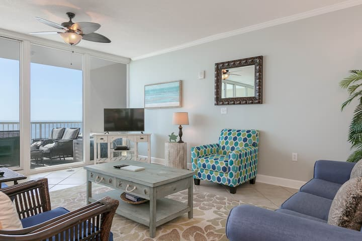 Gulf view condo w/ a shared, outdoor pool & sauna - close to attractions