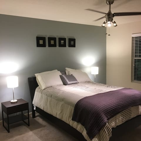 Cozy room in quiet Indianapolis suburb - Whitestown - Huis