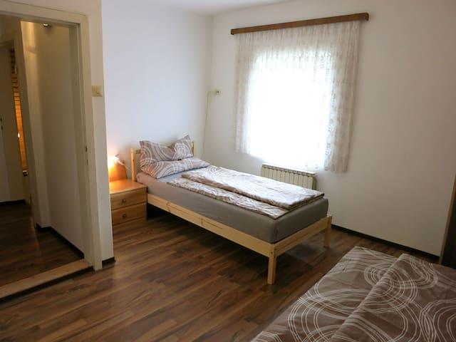 Schlafzimmer 03 OG